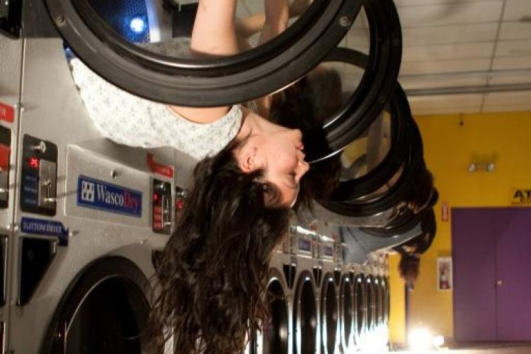 LoveYourPortrait.com-laundromat-8536-750x500